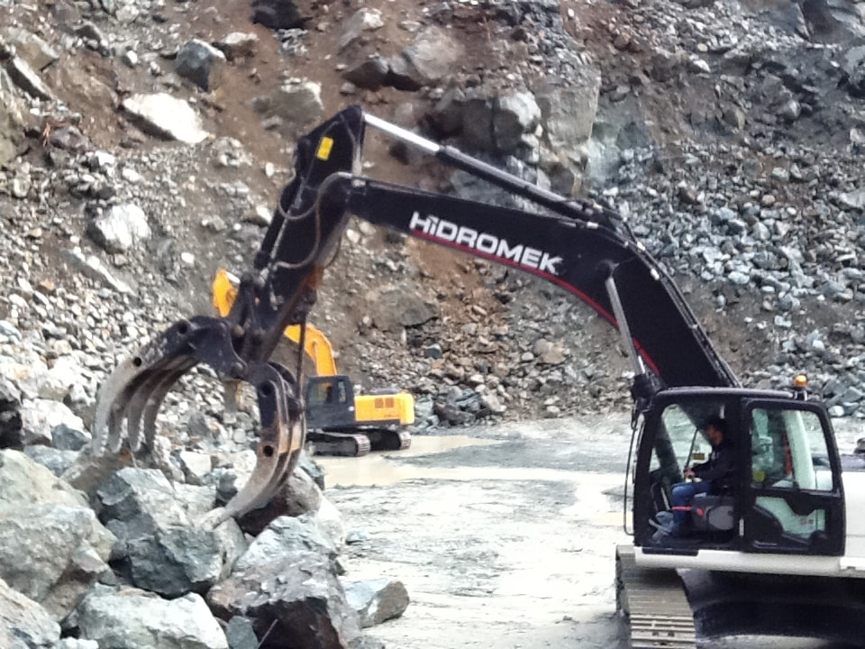 Rock Grapple Handling and Compact Attachments